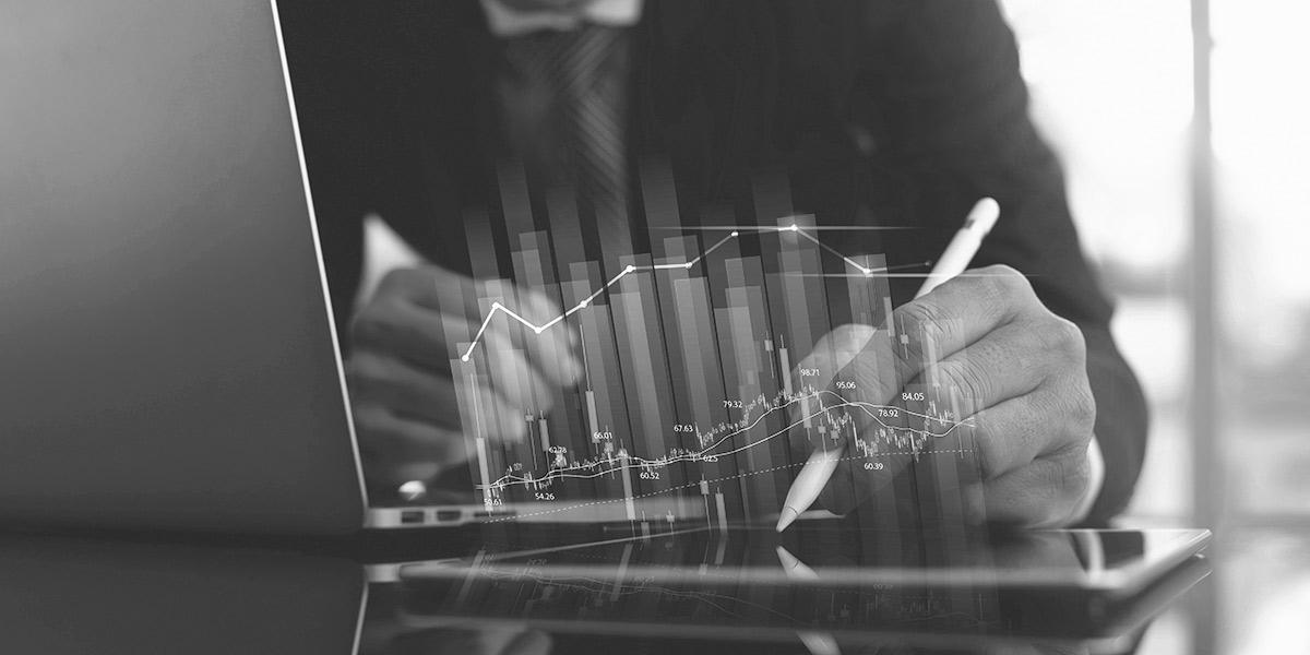 CEO in einer börsennotierten Firma versucht Bilanzfälschung zu begehen, indem er ungesicherte Daten manipuliert.